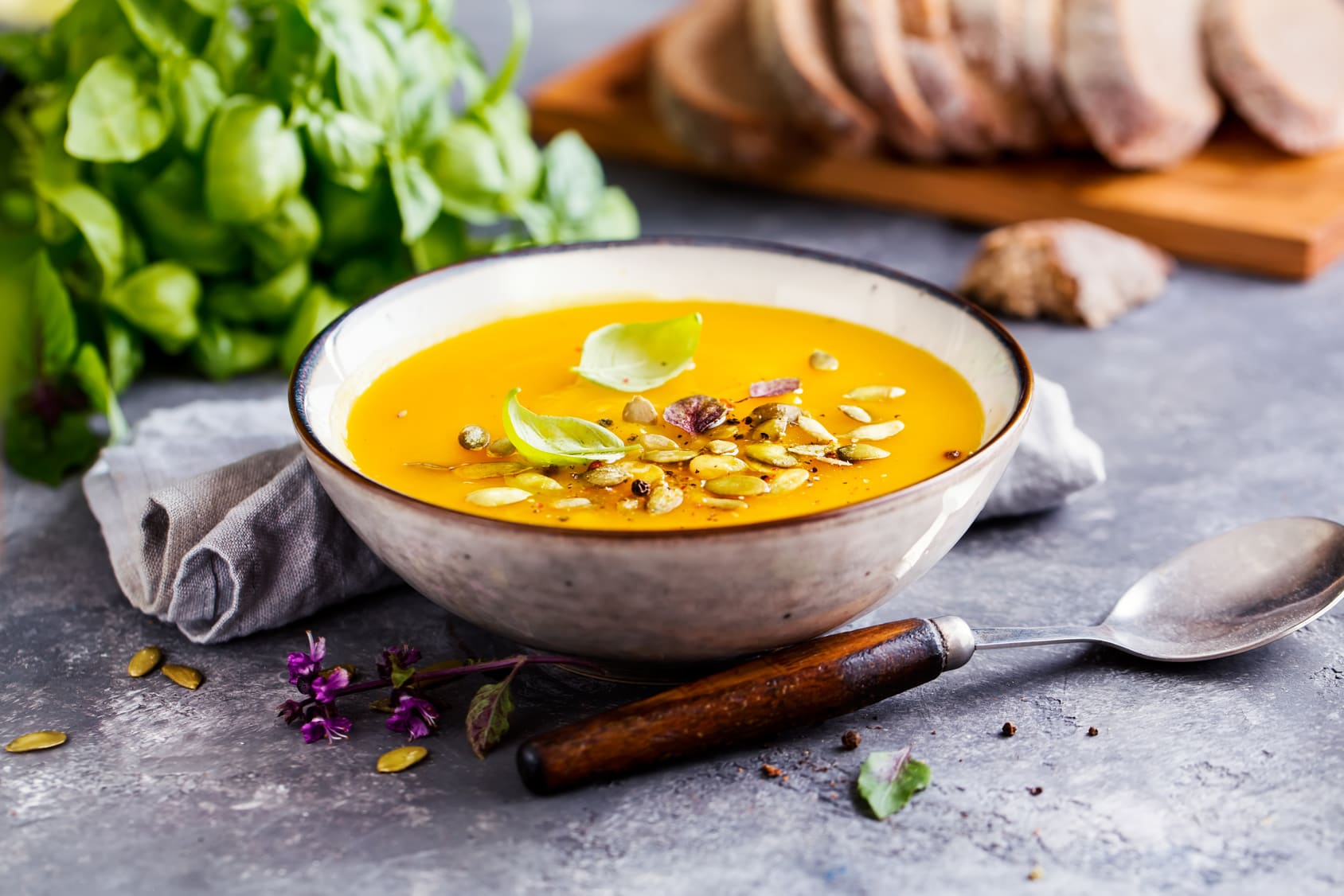How to Make the Perfect Vegan Pumpkin Soup for Fall